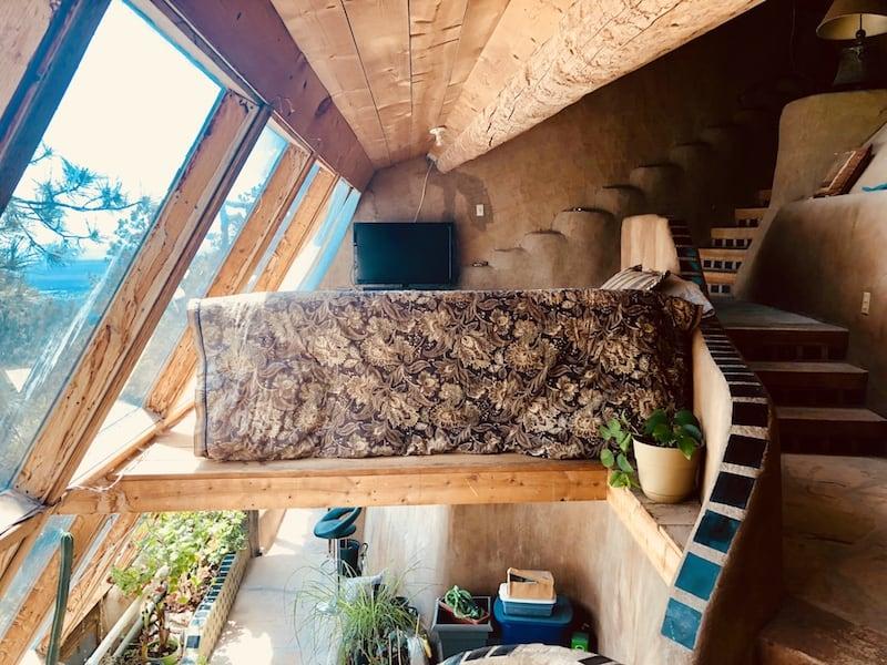 Earthship, czyli dom energooszczędny, pasywny, ekologiczny i tani. A poza tym, jak z bajki – dużo zdjęć!